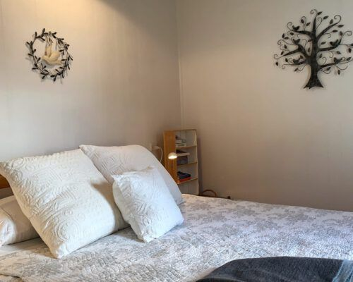 cottage-pearls-bedroom-2